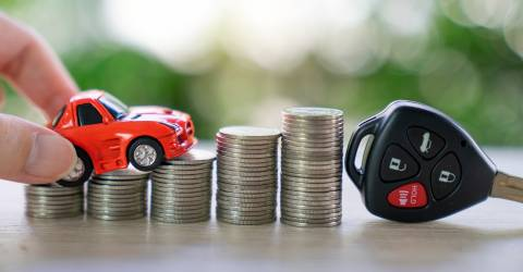 Autolening, geld, autoverzekering concept